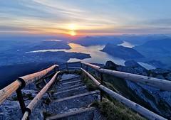 Východ slunce nad Lucernským jezerem