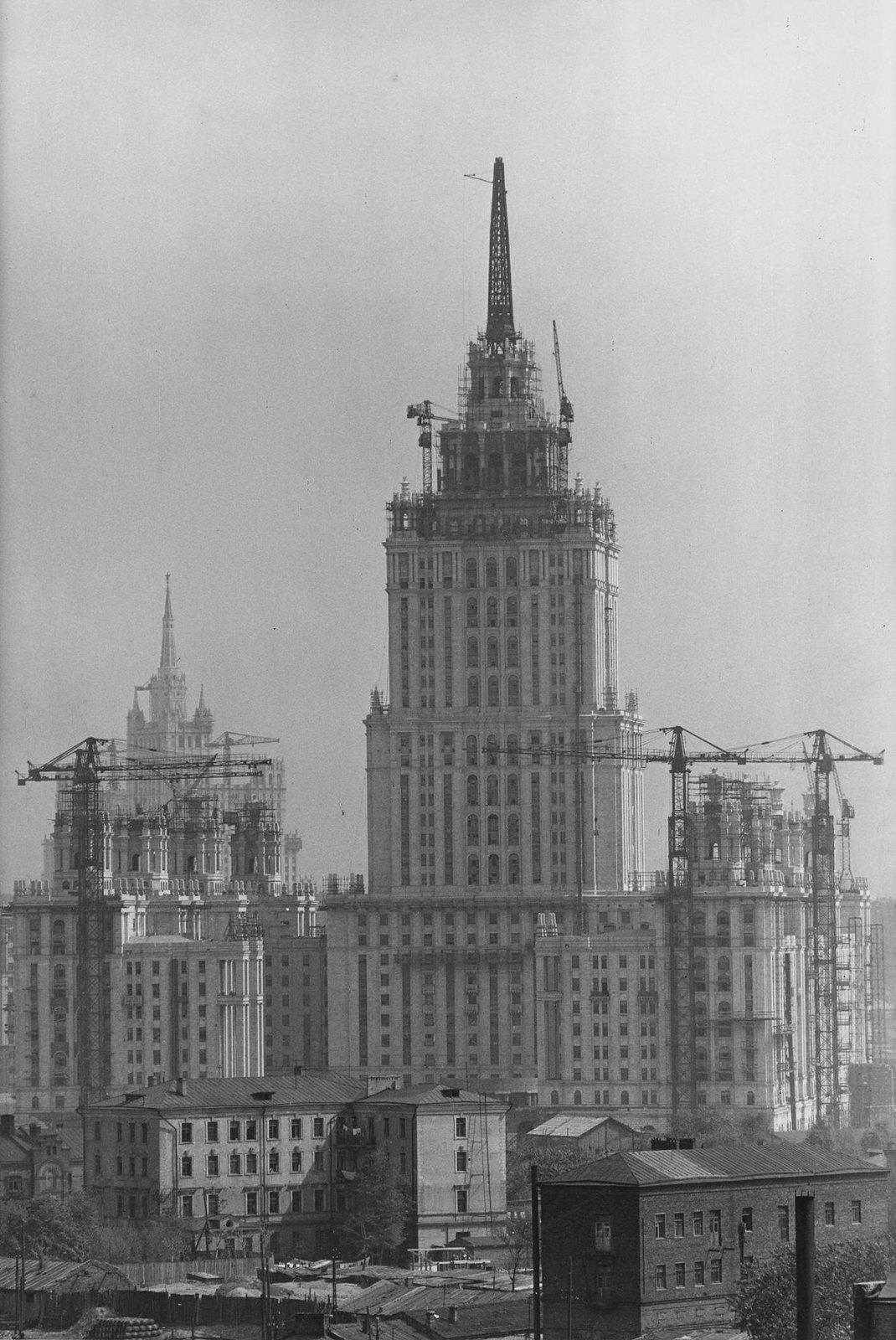 1954. Строительство гостиницы «Украина»