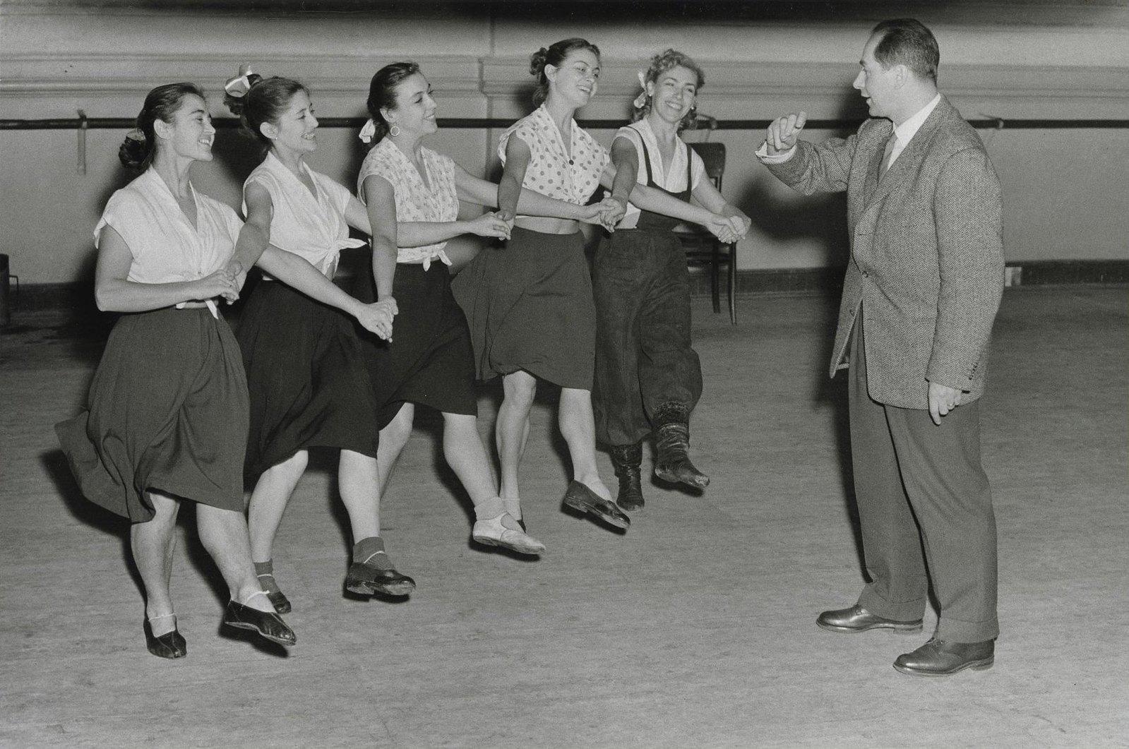 1956.  Хореограф Игорь Моисеев, руководитель Ансамбля народного танца СССР