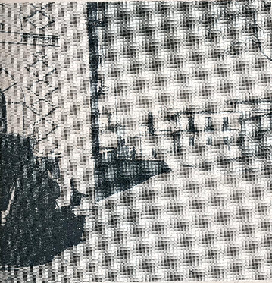 Plaza de Barrionuevo desde la fábrica de Harinas San José. Foto incluida en el Plan General de Ordenación de Toledo publicado en 1945 en la Revista Nacional de Arquitectura. Colección personal de Eduardo Sánchez Butragueño.
