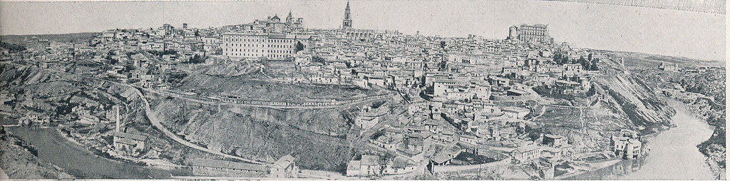 Vista general de Toledo. Foto incluida en el Plan General de Ordenación de Toledo publicado en 1945 en la Revista Nacional de Arquitectura. Colección personal de Eduardo Sánchez Butragueño.
