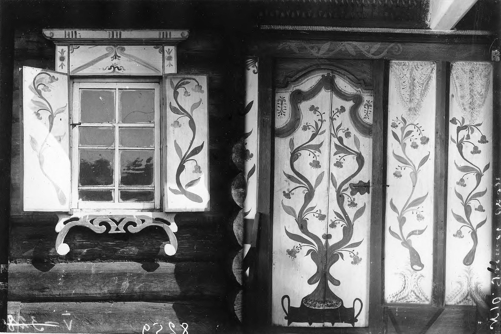 Роспись окна и переборки в деревне Савина Енисейского уезда