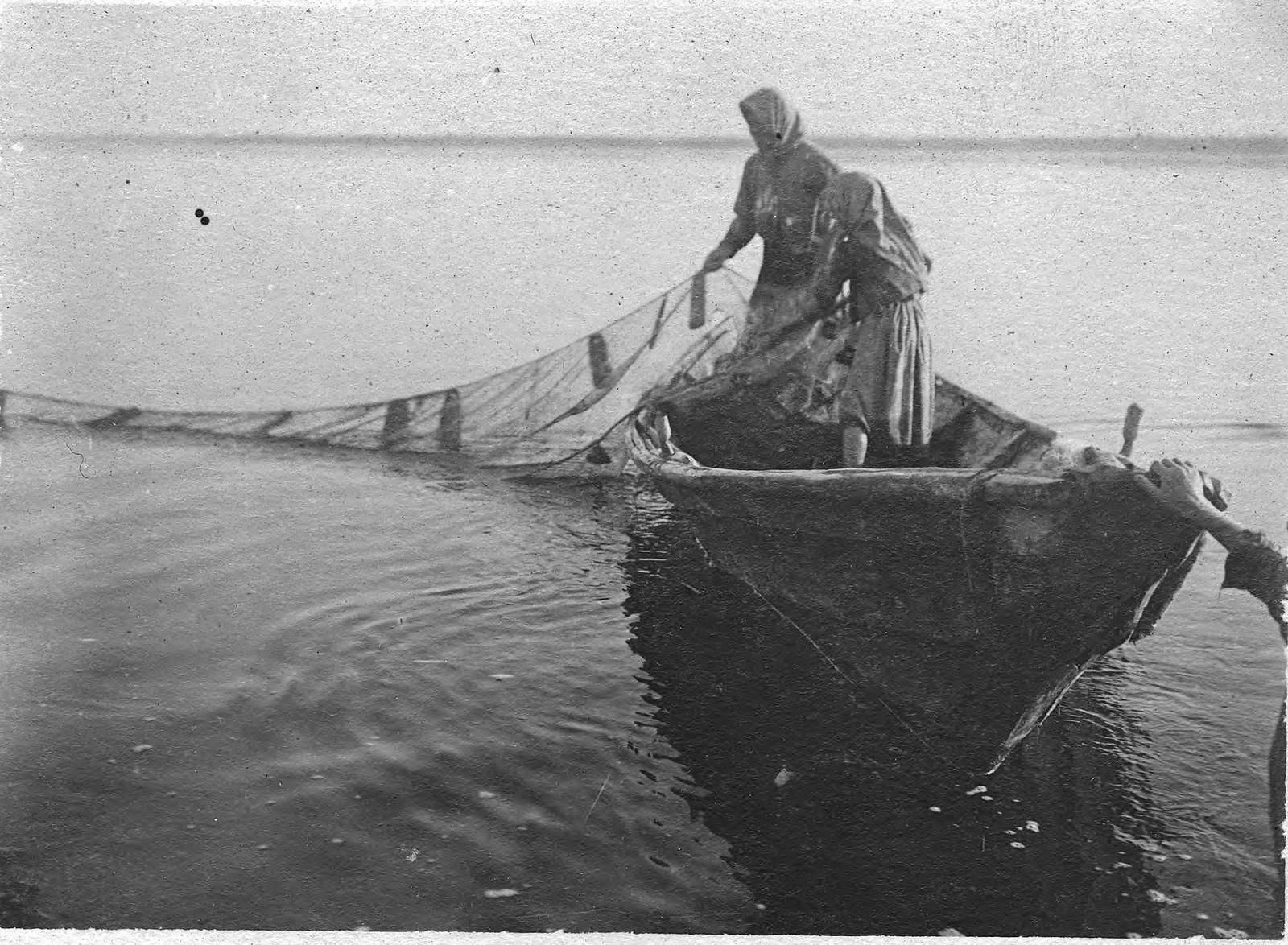 Лов тугуна на станке Вершне-Инбацком Туруханского края
