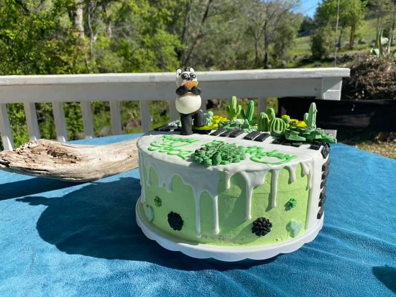 Cake by HEbrews n Bakes