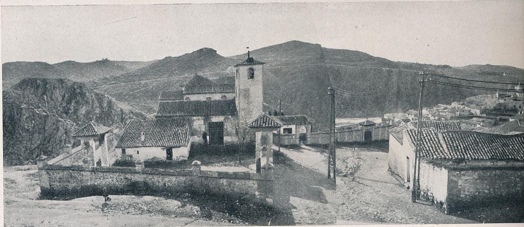 Iglesia de San Lucas. Foto incluida en el Plan General de Ordenación de Toledo publicado en 1945 en la Revista Nacional de Arquitectura. Colección personal de Eduardo Sánchez Butragueño.