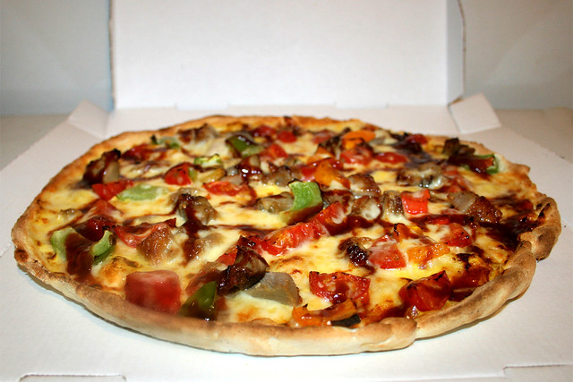Pizza Shanghai with Duck, BBQ sauce, Bell Peppers, Hollandaise & Cherry Tomatoes - Side view