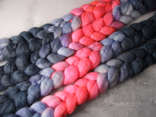 British Bluefaced Leicester wool top/roving hand-dyed spinning fibre 100g – 'Night Vision'  (dark grey, blue, neon orange repeating gradient)