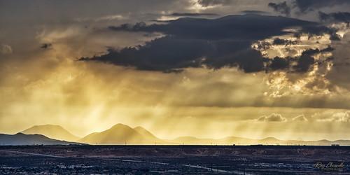sunset sunrays potrillomountains elpaso texas newmexico southwest landscape evening clouds sonya7iii sonyfe100400mmf4556gmoss