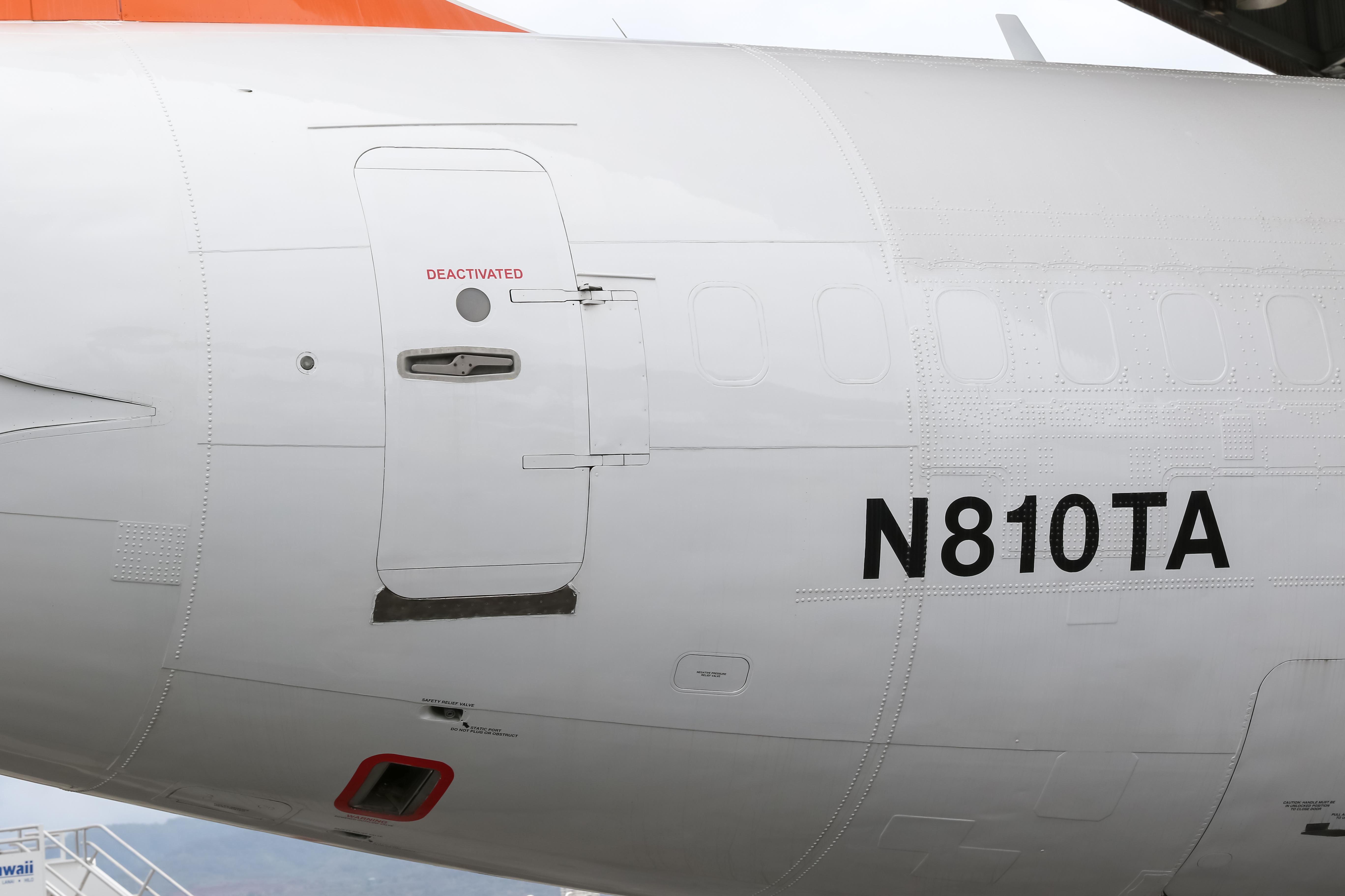 Transair Boeing 737-275C Advanced  N810TA