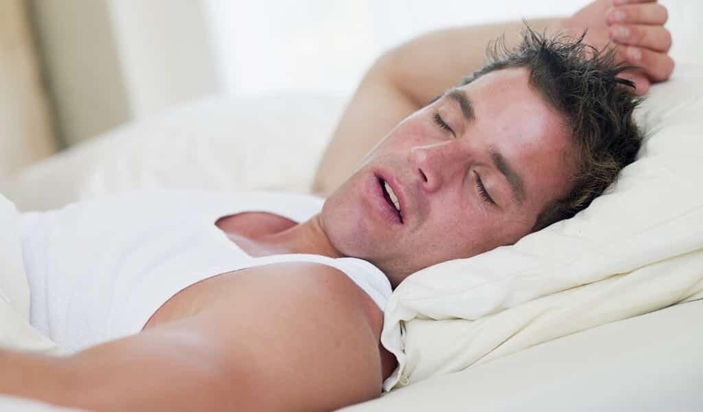 apnée-du-sommeil-réduite-de-30-%-par-des-médicaments