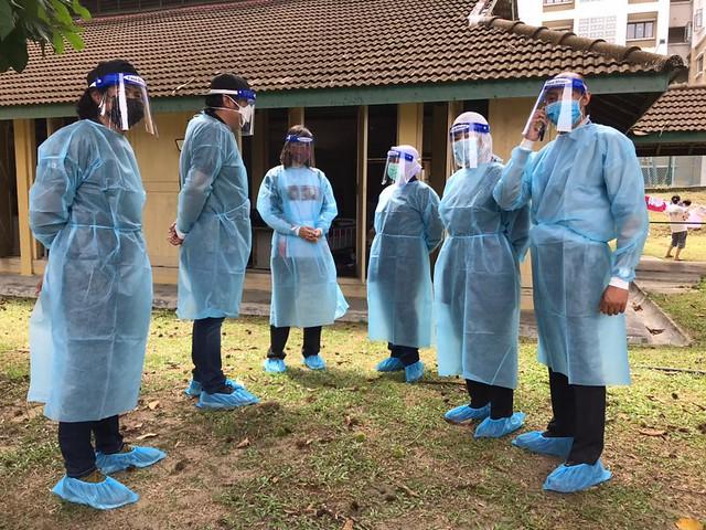 Krew Majalah 3 Bersama Warga Kerja Hospital Sungai Buloh