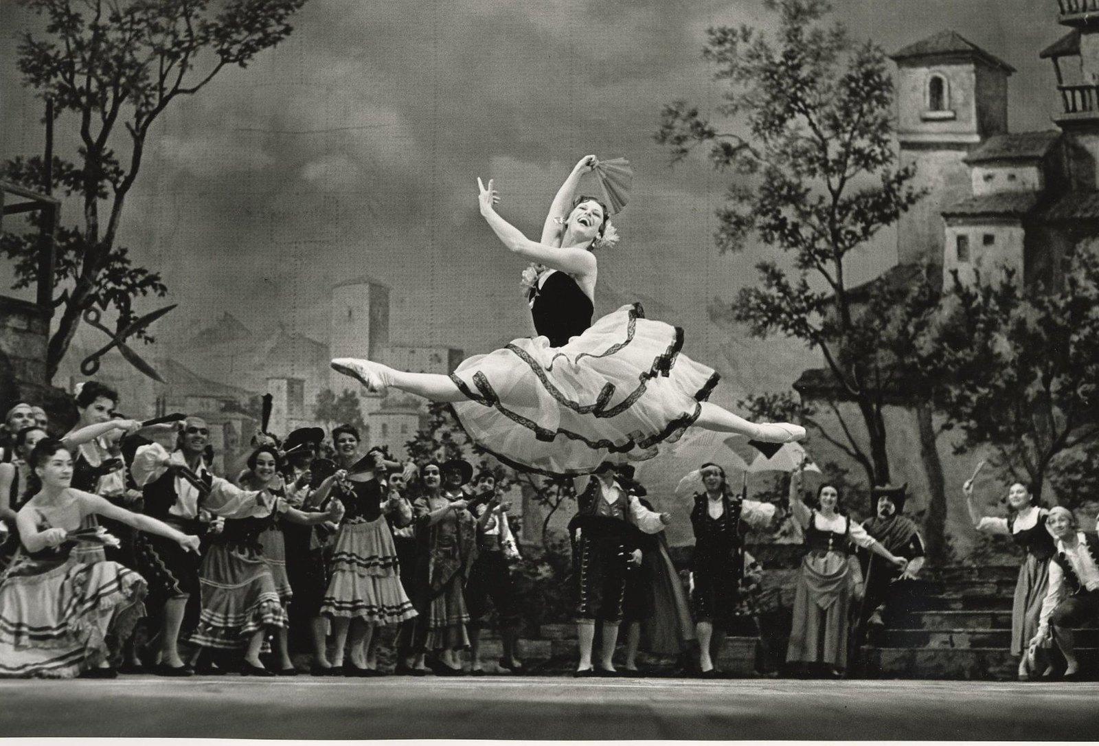 1964. Майя Плисецкая в партии Китри в балете Большого театра «Дон-Кихот»