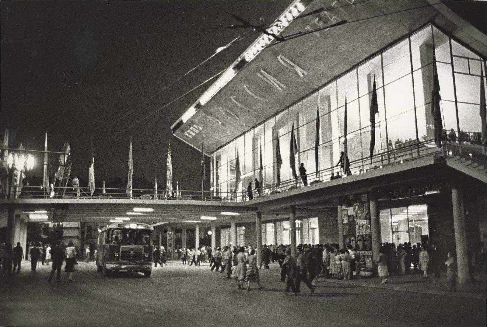 1961. Кинотеатр «Россия» в дни Второго МКФ в Москве