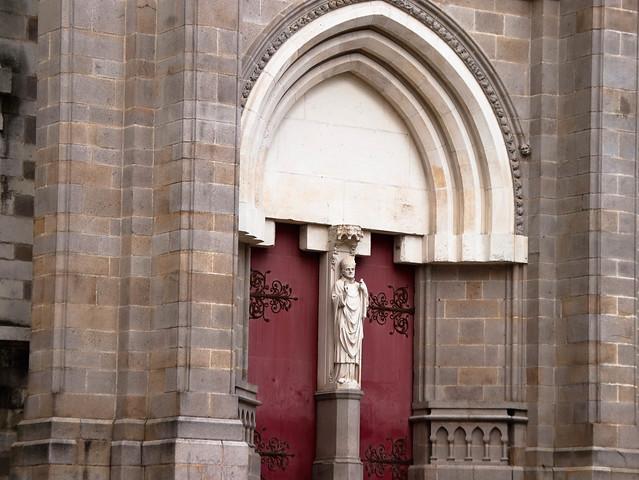 Porte :  basilique Saint-Nicolas de Nantes
