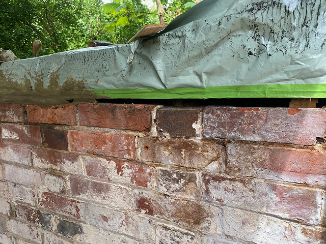 Filling the wall sill gap with mortar - 2