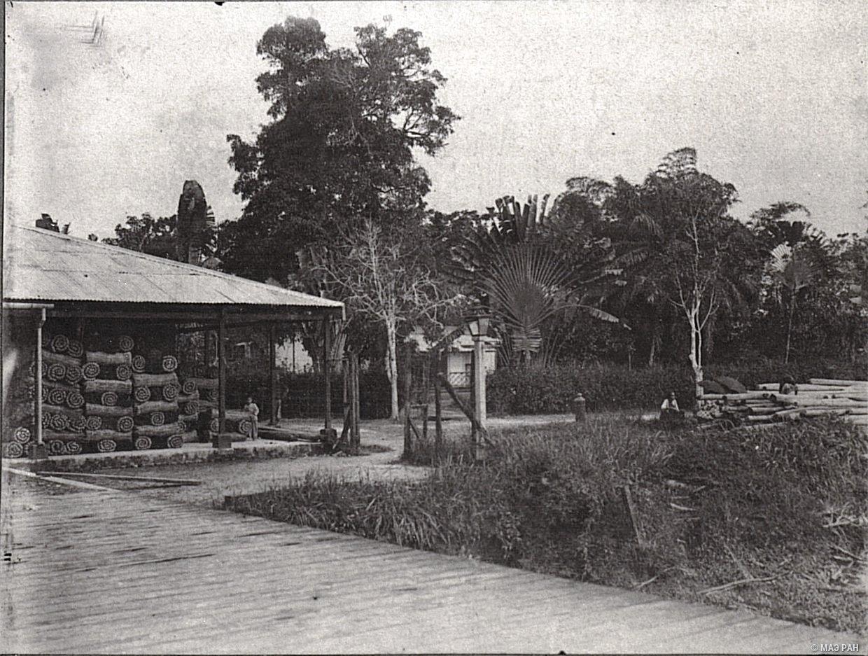Таможня и дом контролера в Сиаке. Суматра