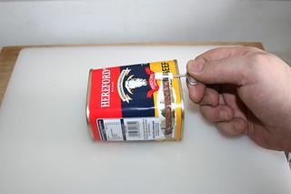 11 - Open corned beef can / Corned Beef Dose öffnen