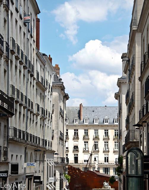 Rue Crébillon et place royale - Nantes