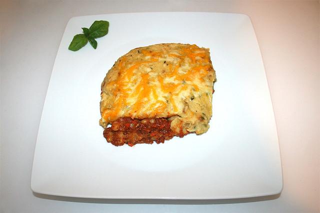 50 - Shepherd's Pie with corned beef & caramelized onions - Served / Shepherd's Pie mit Corned Beef & karamellisierten Zwiebeln - Serviert