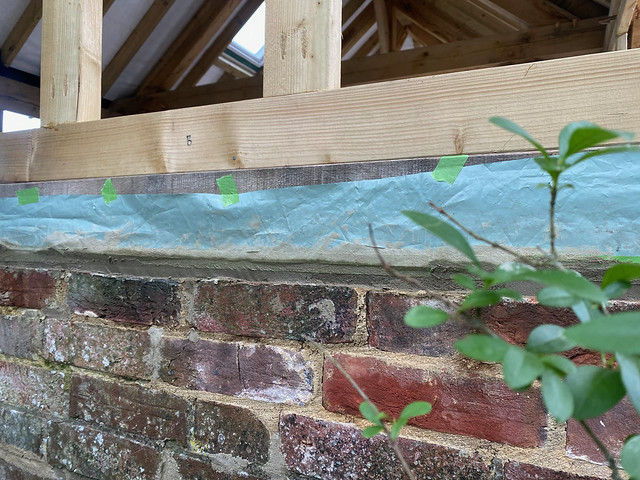 Filling the wall sill gap with mortar - 1