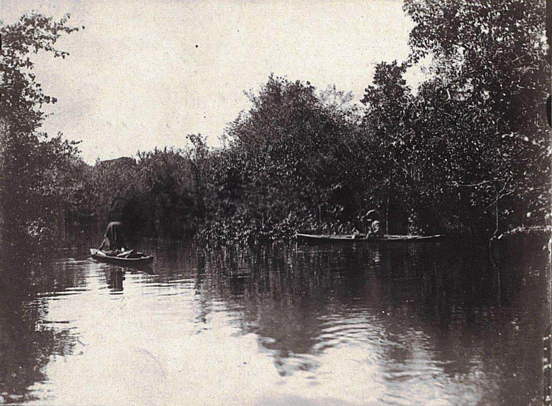 Малайцы на лодках. Река Панаса. Суматра