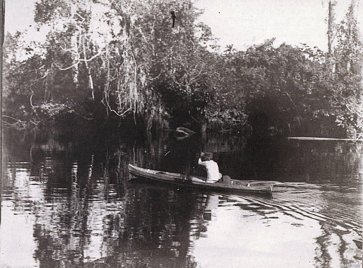 Малаец на лодке. Река Сиак. Суматра