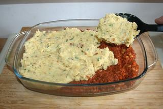 45 - Add mashed potatoes / Kartoffelpüree darauf verteilen