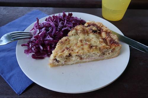 Blumenkohltarte und Rotkohlsalat (meine zweite Portion)