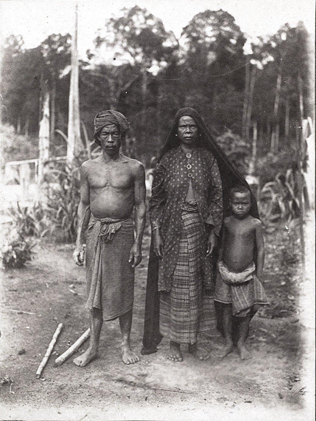 Семейный портрет. Батины. Суматра.