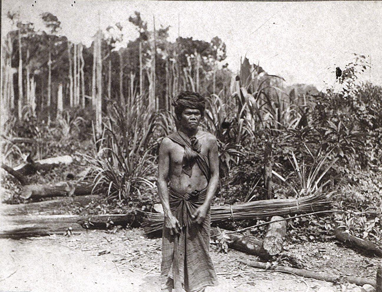 Мужчина в традиционном костюме. Батины. Суматра