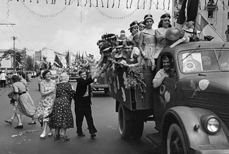 1957. VI Всемирный фестиваль молодежи и студентов в Москве