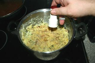 43 - Taste mashed potatoes with salt, pepper & nutmeg / Kartoffelpüree mit Salz, Pfeffer & Muskatnuss abschmecken