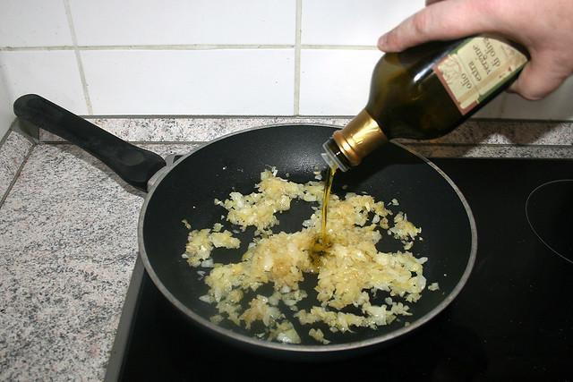 06 - Add oil if necessary / Bei Bedarf Öl addieren