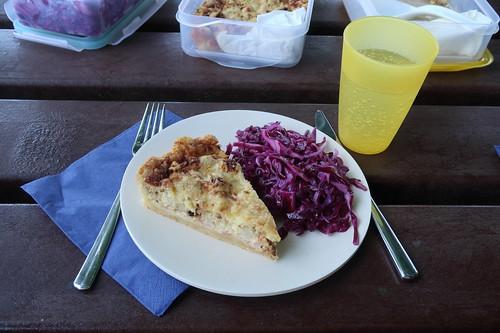 Blumenkohltarte und Rotkohlsalat (meine erste Portion)