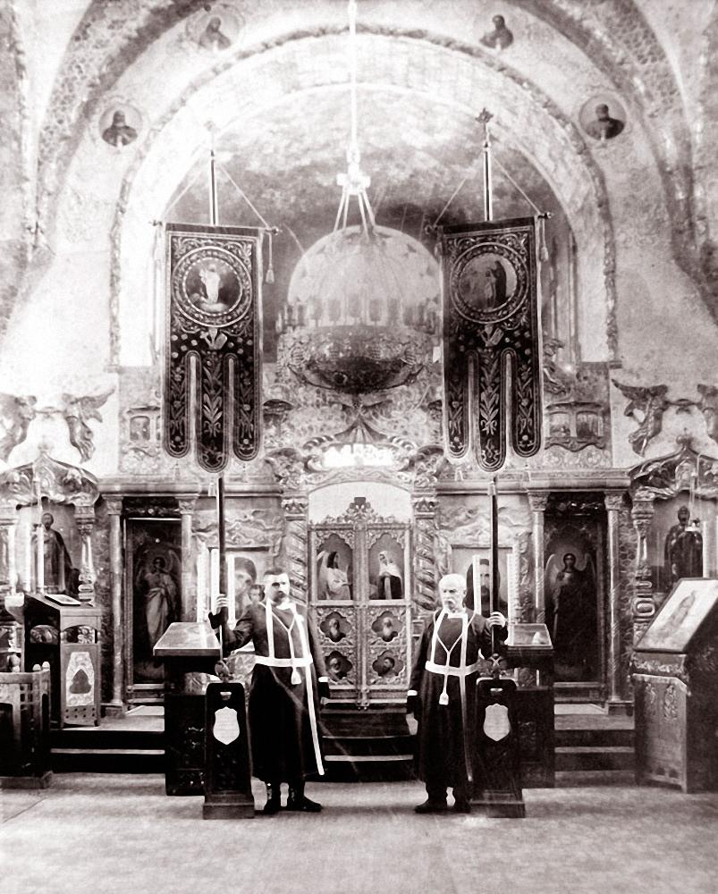 Хоругвеносцы в Великокняжеском храме