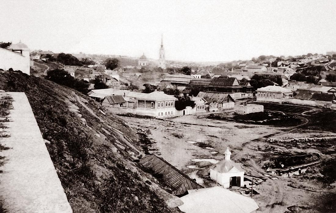 Вид с лестницы Знаменского монастыря