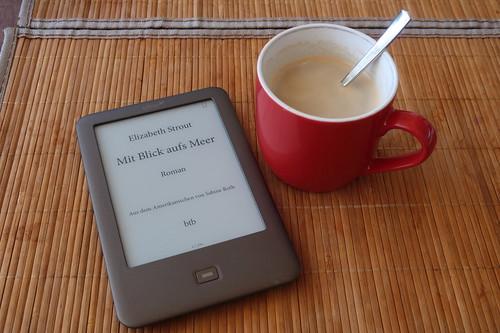 """Kaffee zum Beginn der Lektüre des Romans """"Mit Blick aufs Meer"""""""
