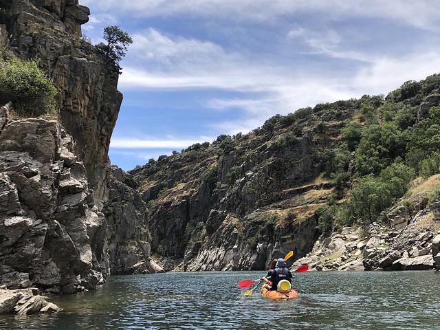 El cañon del Lozoya (ruta en kayak en el embalse de El Atazar hasta la presa de El Villar)