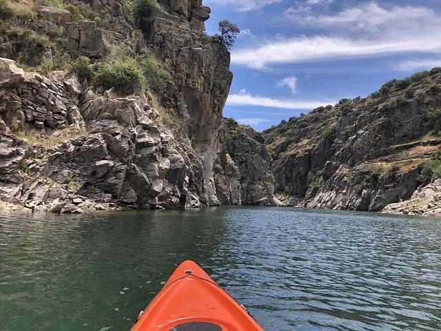 Kayak entre el embalse del Atazar y la Presa de El Villar (Sierra Norte de Madrid)