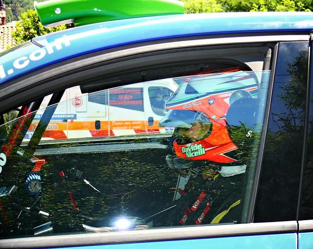 primo piano del pilota n° 133 Davide Nicelli su Renault Clio.