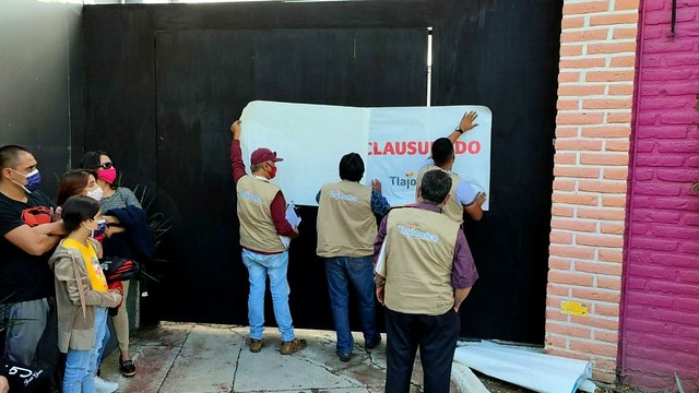 Clausuran foro en Tlajomulco por ingresar más personas de lo permitido