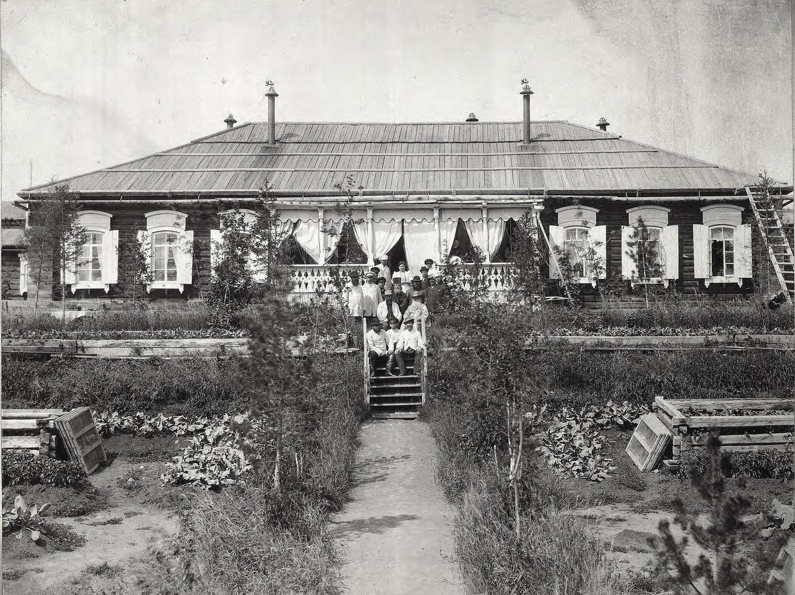 Часть усадьбы уполномоченного на золотых приисках купца II гильдии Митрофана Алексеевича Субботина. 1890