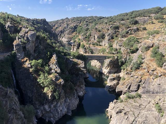 Vistas de el cañón o garganta del río Lozoya desde la presa de El Villar (Sierra Norte de Madrid)