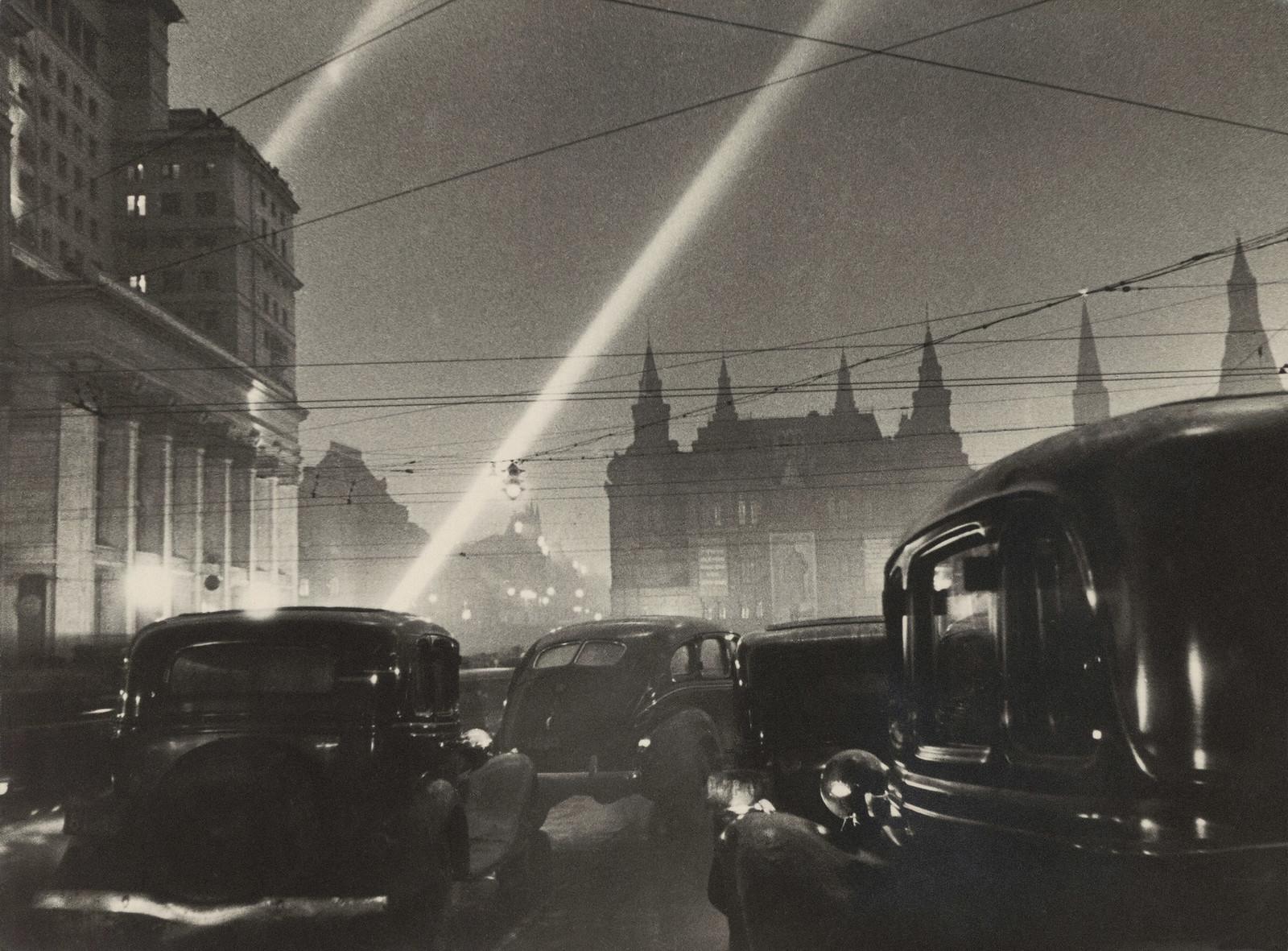 1947. На улице Горького. 24 июня