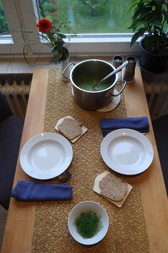 PFL-Soup = Suppe aus Erbsen, Kopfsalat und Fenchel (Tischbild)