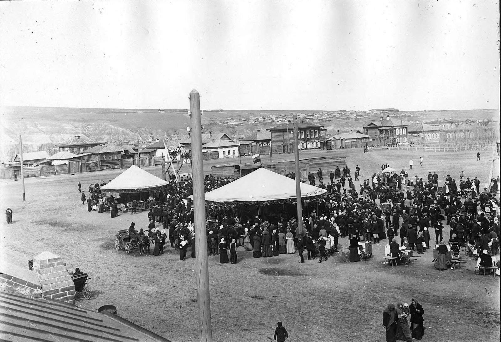 Карусели на Новобазарной площади. 1910