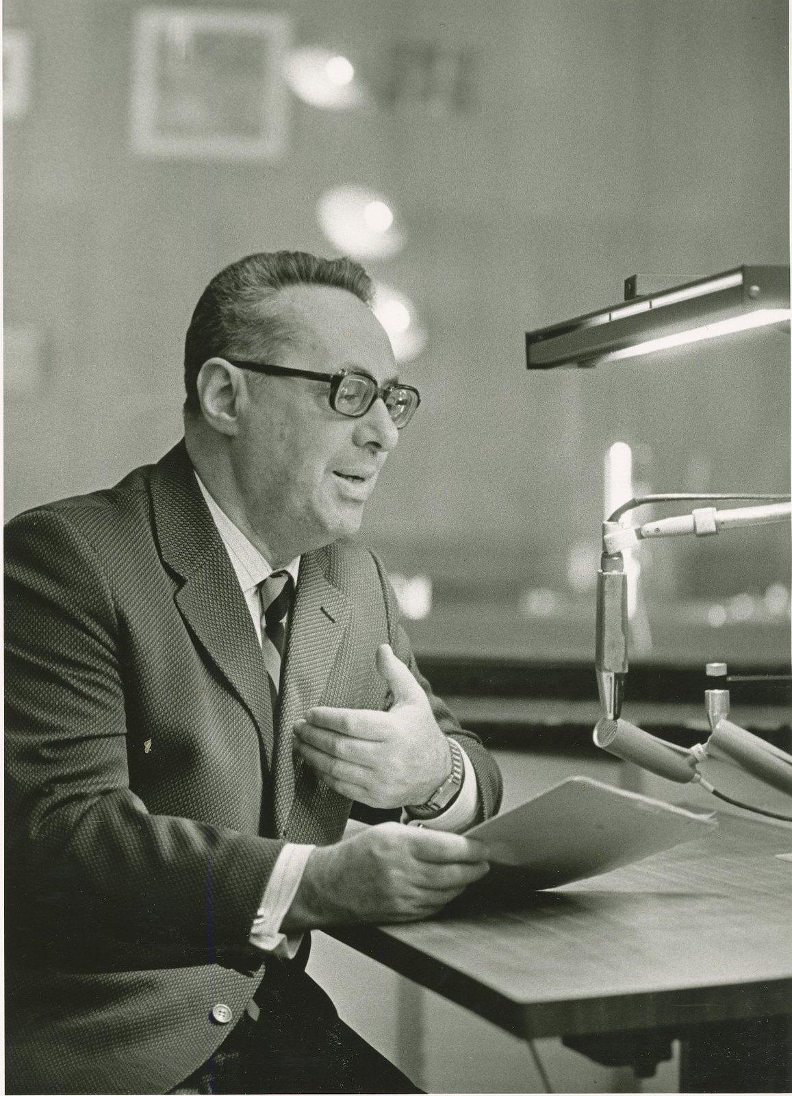 1975. Диктор Всесоюзного радио Юрий Левитан в студии, март