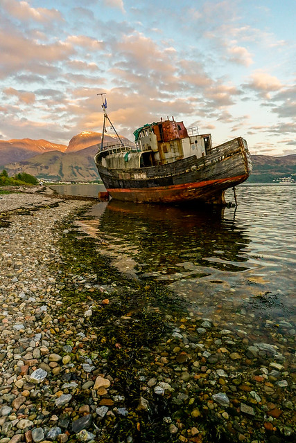 fort william the boat at sunset