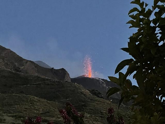 Der Vulkan speit Feuer
