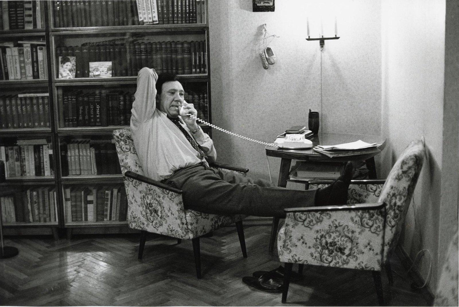 1971. Юрий Никулин у себя дома